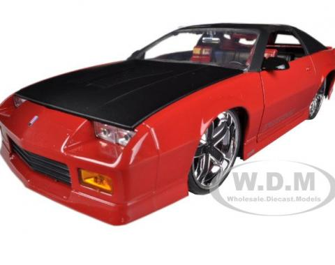 Camaro 1985 IROC-Z Red 1/24 Diecast Car Model